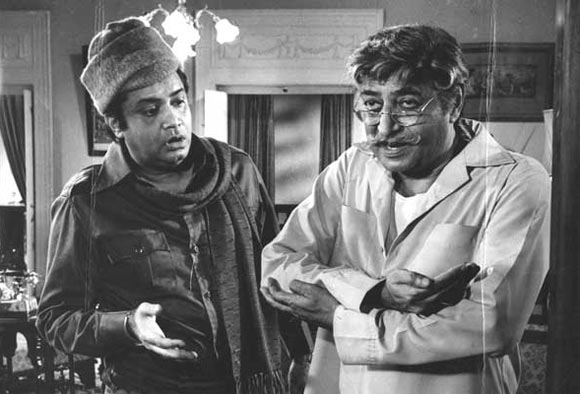 Deven Varma and Pran in Aapke Deewane