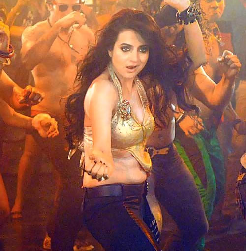 Ameesha Patel in Shortcut Romeo
