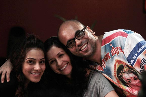 Suparn Verma with Bipasha Basu and Shernaz Patel on the sets of Aatma