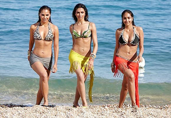 Deepika Padukone with costars Lara Dutta and Jiah Khan in Housefull