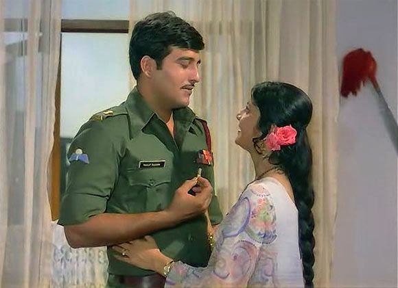 Vinod Khanna and Lily Chakravarty in Achanak