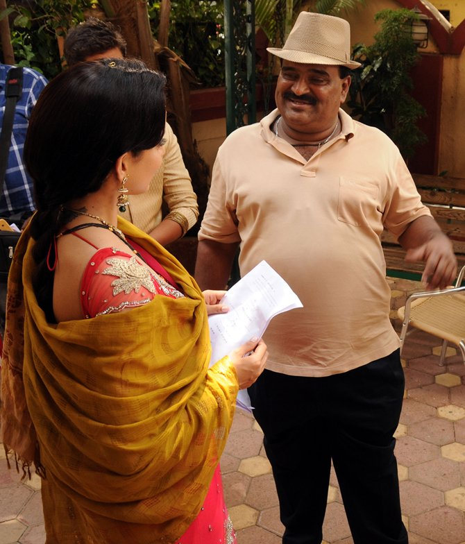 Vishwas Patil with Kangna Ranaut on the sets of Rajjo