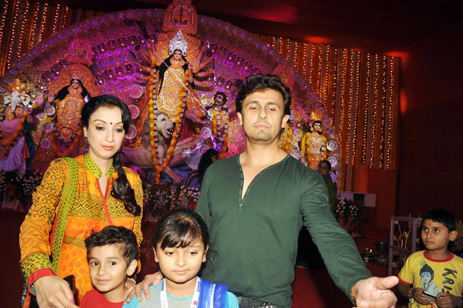Sonu Nigam, Madhurima and son Neevan