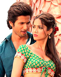 Shahid Kapoor and Illeana D'cruz in Phata Poster Nikhla Hero