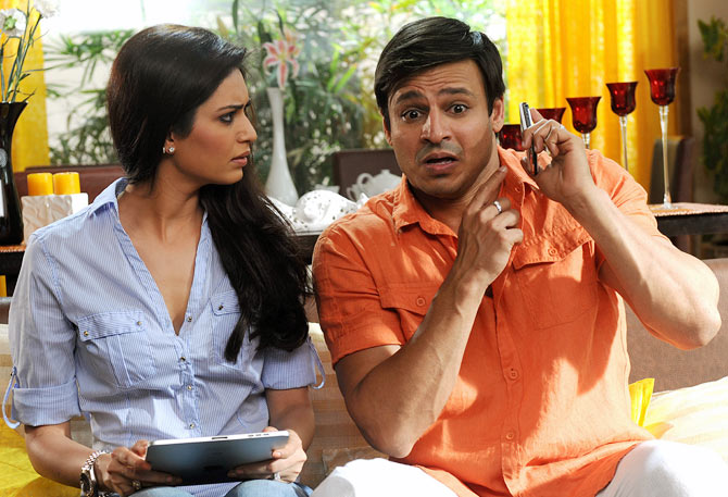 Karishma Tanna and Vivek Oberoi in Grand Masti