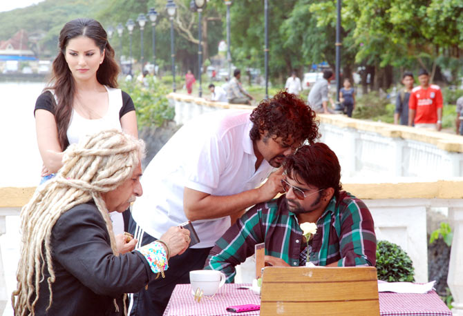 Naseeruddin Shah, Sunny Leone, Kaizad Gustad, and Sachiin Joshi on the sets of Jackpot