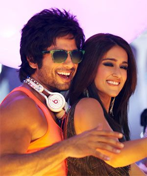 Shahid Kapoor and Ileana D'Cruz in Phata Poster Nikhla Hero