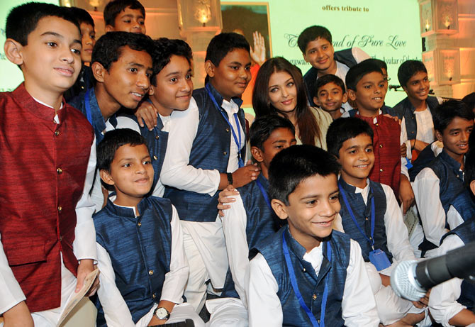Aishwarya Rai Bachchan with the kids