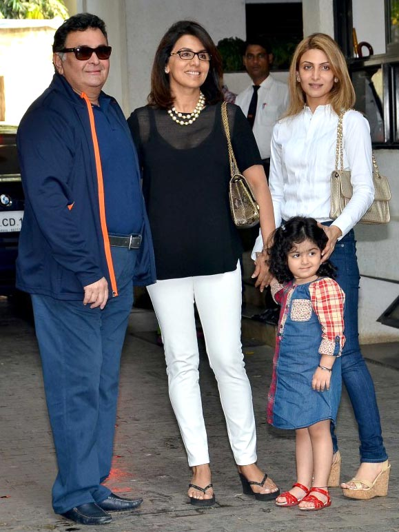 Rishi, Neetu Kapoor with Riddhima Kapoor Sahni and Samara