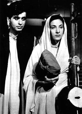 Dilip Kumar and Nargis in Jogan