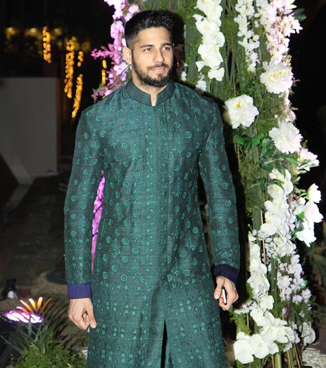 PIX: Imran, Gauri Khan, Zoya at Manish Malhotra's niece's ...  PIX: Imran, Gau...