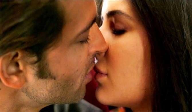 Bollywoods Hottest Kisses Of 2014 - Rediffcom Movies-4327