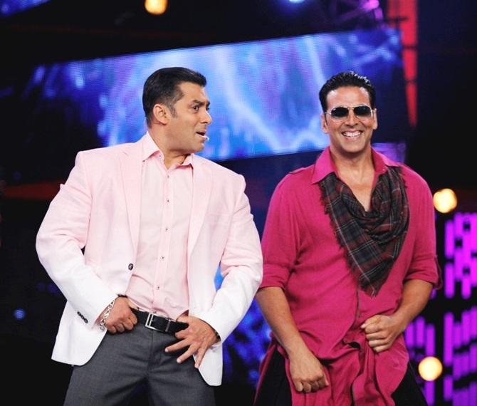 Akshay Kumar promotes Boss with Salman Khan on Bigg Boss 7.