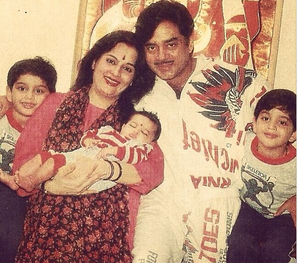 Sonakshi Sinha (in mum Poonam Sinha's arms), Shatrughan Sinha with twins Luv and Kush