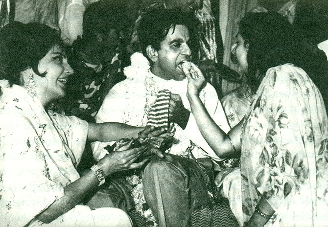 The mehendi ceremony: Naseem Banu, Dilip Kumar and Saira Banu's bhabhi Rahat
