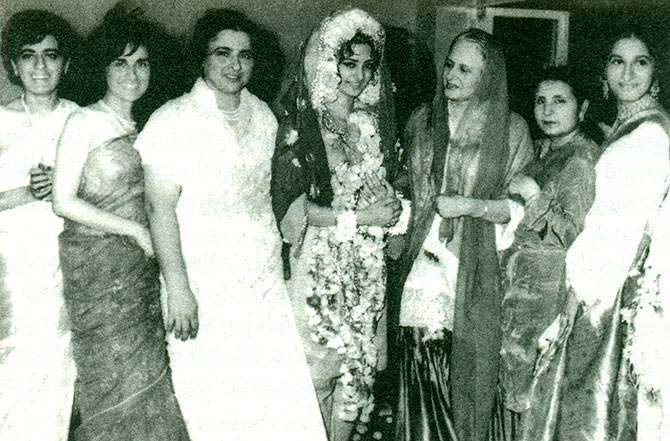 Saira Banu with Dilip Kumar's sisters. Left to right: Farida, Saeeda, Taj, Saira Banu, Sakina Aapa, Aquila Bhabhi and Fauzia