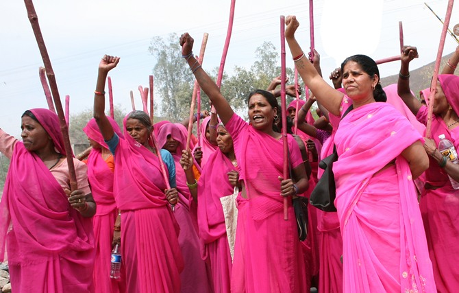 Sampat Pal (extreme right) in Gulabi Gang