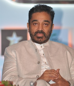 Haasan gives Rs 1 cr to kin of 3 dead in crane mishap