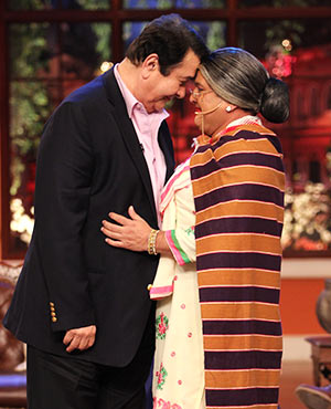 Randhir Kapoor with Ali Asgar on Comedy Nights With Kapil