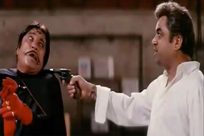 Shakti Kapoor and Paresh Rawal in Andaz Apna Apna