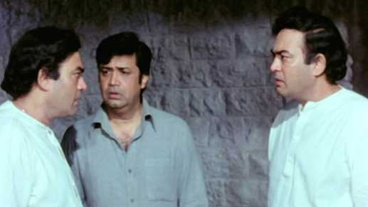 Sanjeev Kumar and Deven Verma in Angoor