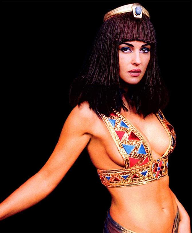 Monica Belluci boobs show