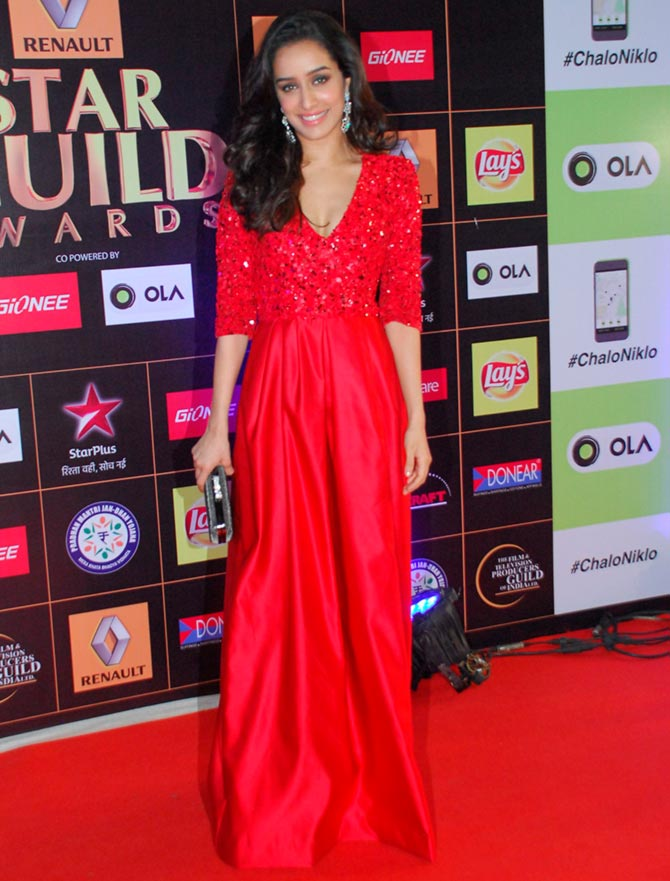 PIX: Jacqueline, Deepika, Hrithik at the Star Guild awards - Rediff