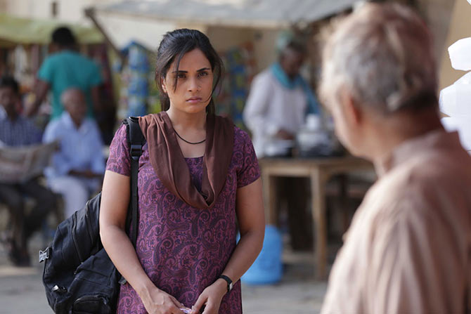 Richa Chhada and Sanjay Mishra in Masaan