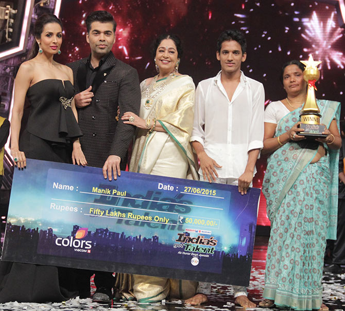 Malaika Arora Khan, Karan Johar, Kirron Kher, Manik Paul and his mother