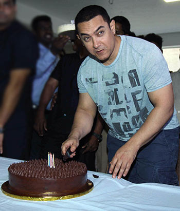 Aamir Khan cuts the cake