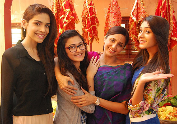 Gautami Kapoor with her co-stars from Tere Sheher Main