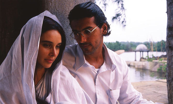 Lisa Ray and John Abraham in Water