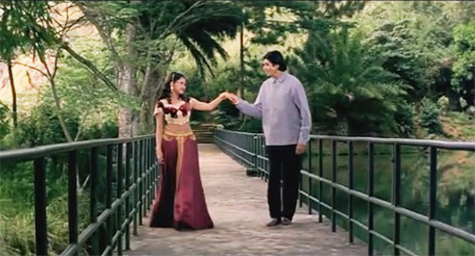 Soundarya and Amitabh Bachchan in Sooryavansham