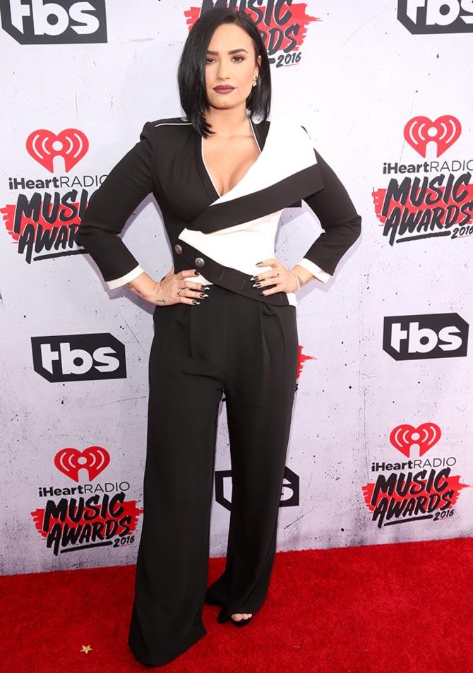 PIX: Taylor Swift, Selena Gomez at iHeartRadio Music Awards