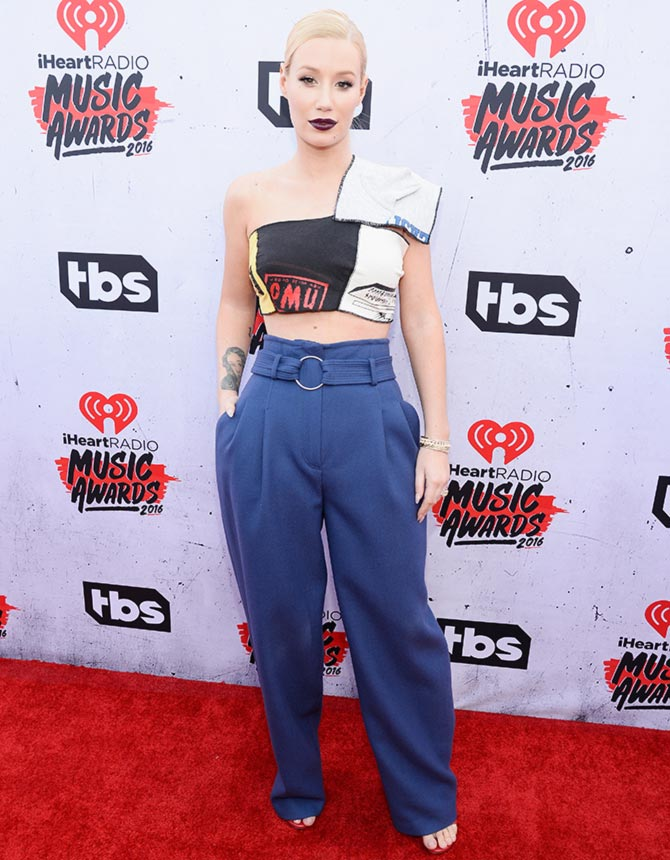 PIX: Taylor Swift, Selena Gomez at iHeartRadio Music Awards - Rediff