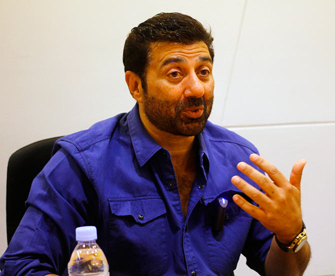 Raina family attack: Sunny Deol meets Pathankot SSP