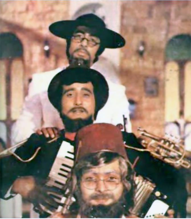 Rishi Kapoor in Amar Akbar Anthony