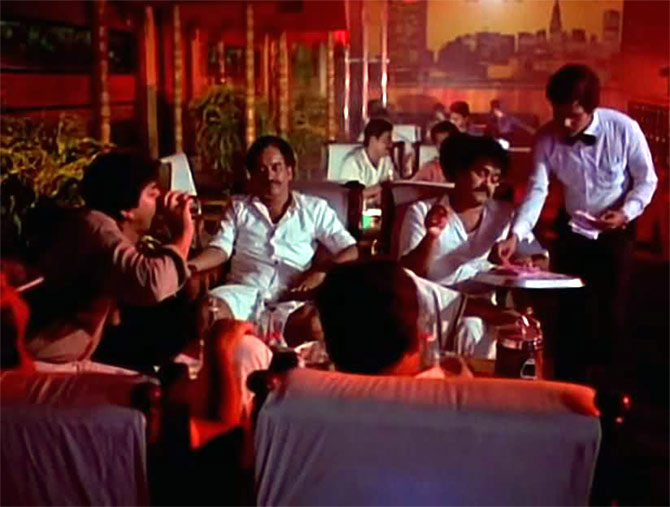 A scene from Padmarajan's Thoovanathumbikal (Dragonflies in the Spraying Rain)