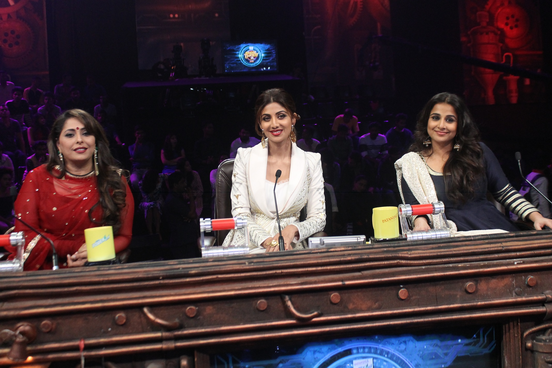 PIX: Alia-Vidya on Super Dancer - Rediff com movies