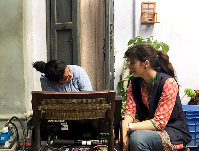Ashwiny Iyer Tiwari and Kriti Sanon on the sets of Bareilly Ki Barfi