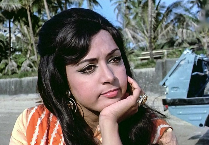 ajab-jankari-bollywood-ke-kisse-when-hema-malini-ran-away-from-rajkapoor-studio-by-hearing-offered-given-by-rajkapoor
