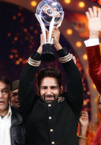 Current Bollywood News & Movies - Indian Movie Reviews, Hindi Music & Gossip - Bigg Boss' Manveer: People are making me feel like a star