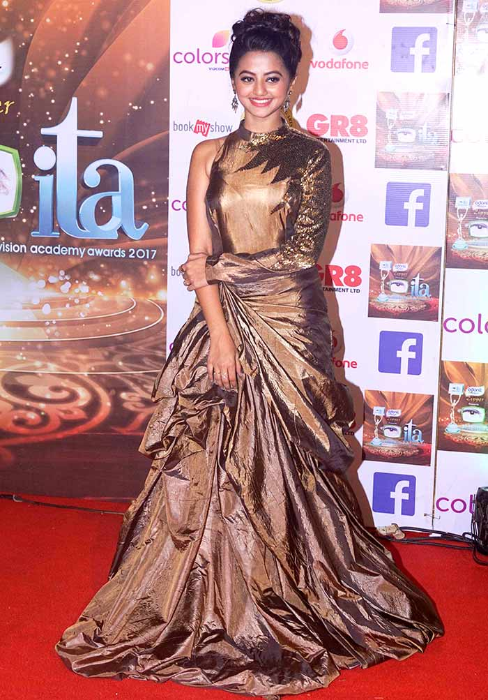PIX: Mouni Roy, Kishwer Merchant dazzle at an award function