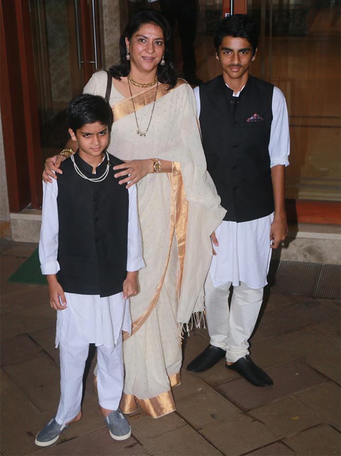 PIX: Sanjay Dutt, Maanyata celebrate Diwali with Jacqueline