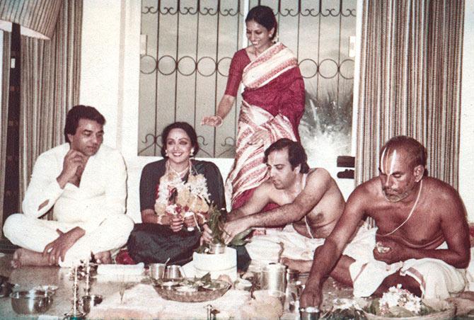 बॉलीवुड-ajab-jankari-hema-malini-love-story