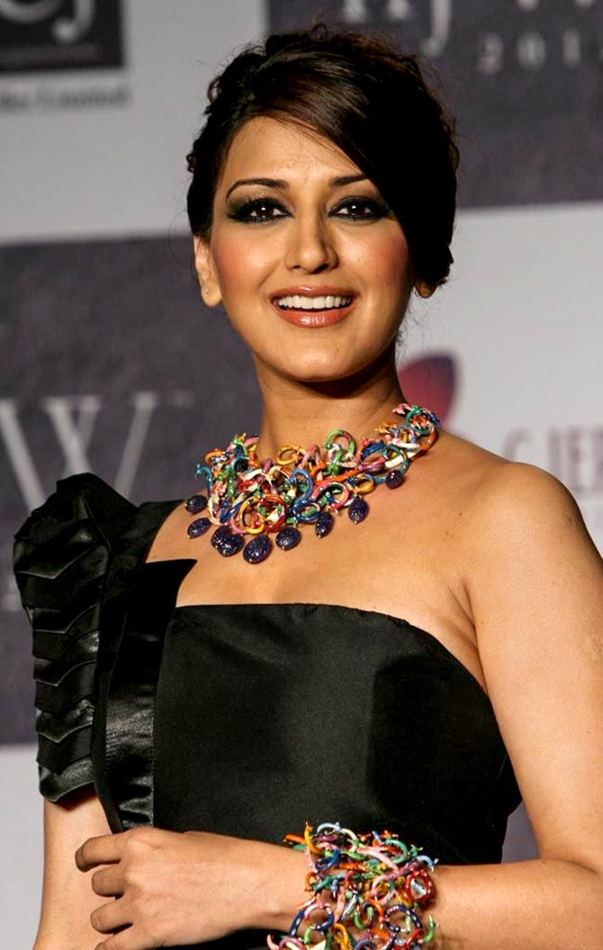 Bollywood prays for Sonali Bendre - Rediff.com movies
