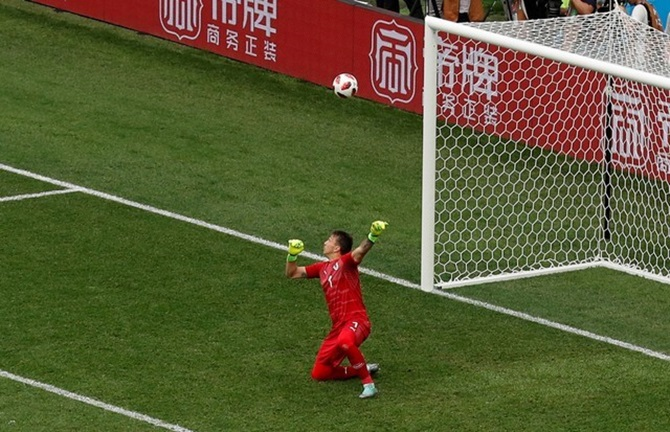 Tale of two keepers as Uruguay slip against France