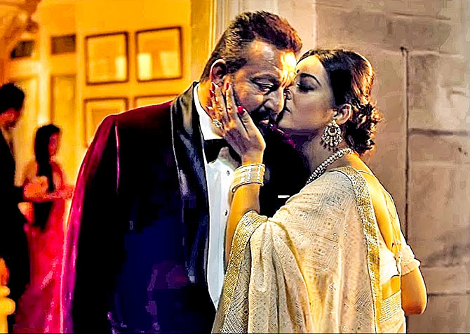 Current Bollywood News & Movies - Indian Movie Reviews, Hindi Music & Gossip - Review: Saheb Biwi Aur Gangster 3 is a mess
