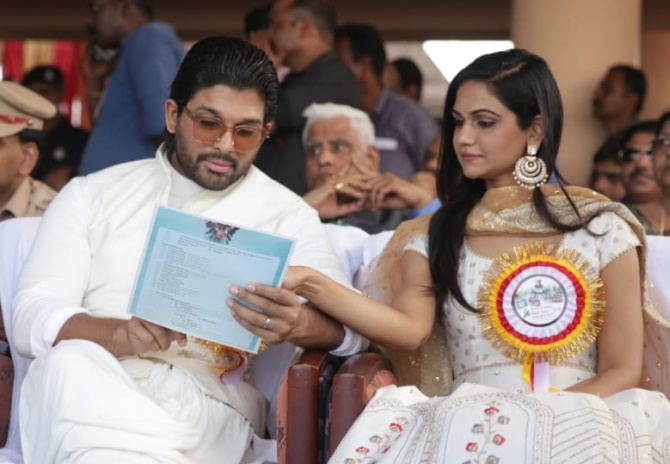 Snehlata Reddy and Allu Arjun study the programme
