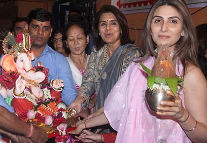 PIX: Neetu, Riddhima say goodbye to Bappa